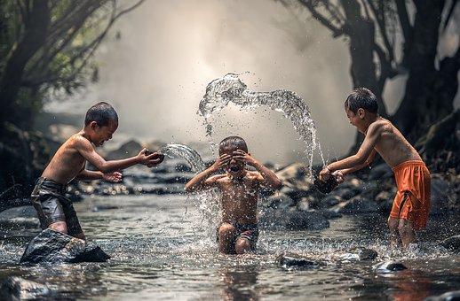 Kinderen in water